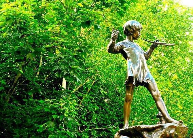 Peter Pan statue in Kensington Park